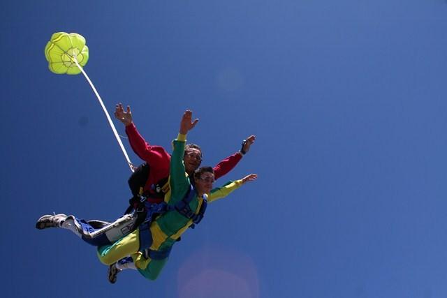 le-grau-du-roi-parachute-476