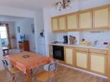 appartement-4-personnes-quartier-boucanet-coin-repas-6122