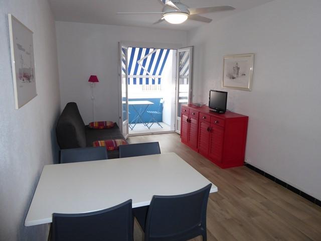 appartement-4-personnes-rive-droite-senappetrevier-lets-grauduroi-coin-repas-4940