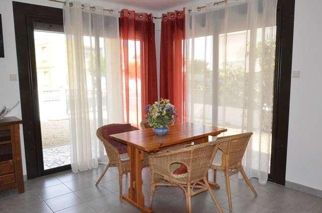 appartement 3 pi ces 6 personnes rez de jardin le grau du roi. Black Bedroom Furniture Sets. Home Design Ideas