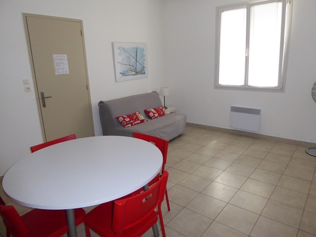 appartement-table-4-personnes-centre-ville-senappetrevier-lets-grau-du-roi-4934