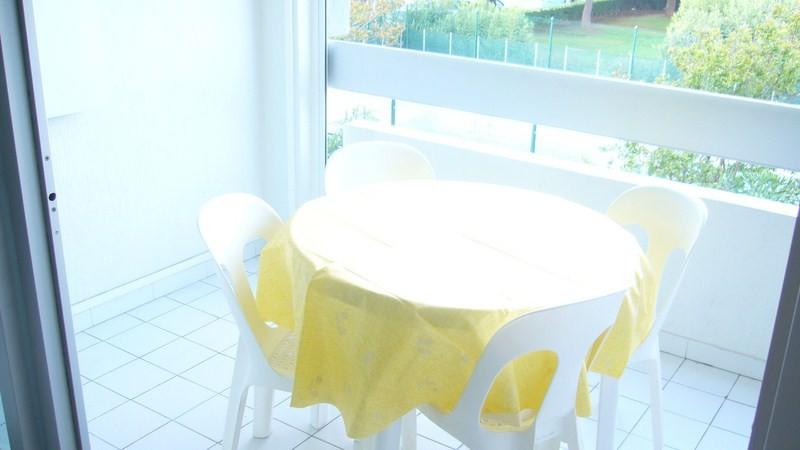 grau-du-roi-les-floralies-studio-piscine-roux-1-620