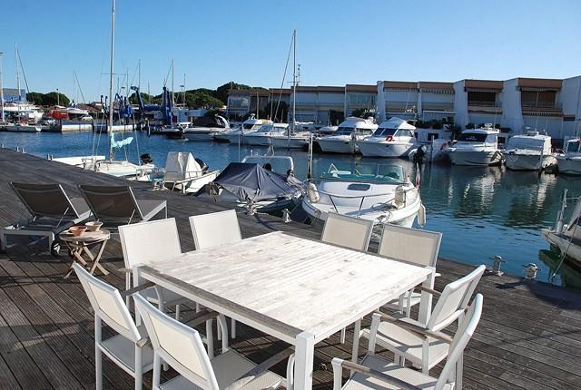 marina 3 pi ces 4 personnes vue port avec appontement p. Black Bedroom Furniture Sets. Home Design Ideas