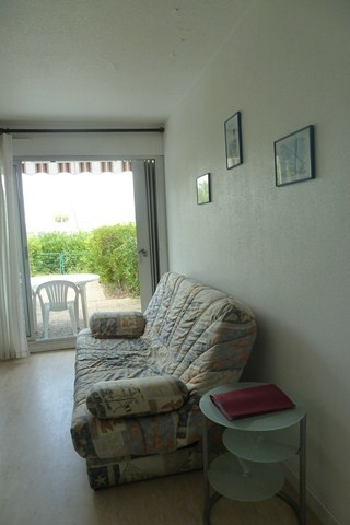 le-grau-du-roi-studio-2-cabines-sejour-terrasse-panafieu-640x480-1940