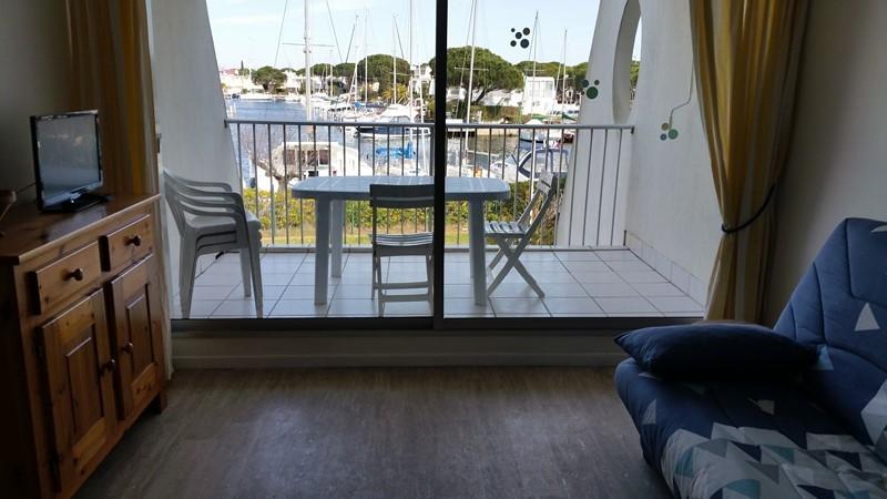 studio-vue-port-balcon-vitre-panafieu-le-grau-du-roi-port-camargue-4645